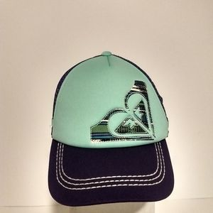 New Roxy hat with teal background and accents